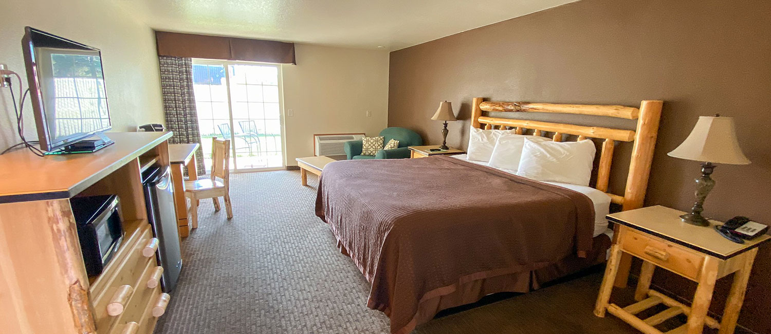 RELAX IN A WELL-APPOINTED ROOM AT OUR SISTERS, OREGON HOTEL
