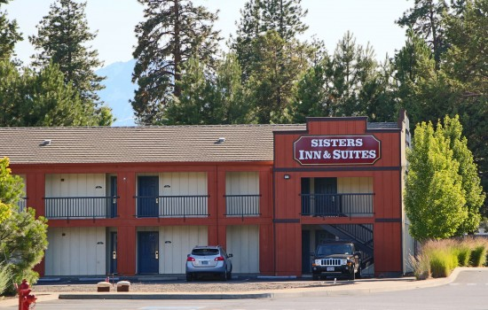 Sisters Inn & Suites - Exterior View